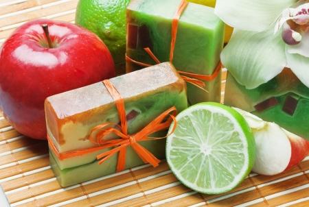 productos naturales: jab�n hecho a mano con el aroma de las orqu�deas