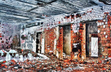 pared rota: destruyeron y quemaron el interior de la casa vieja hecha en técnica de HDR Foto de archivo