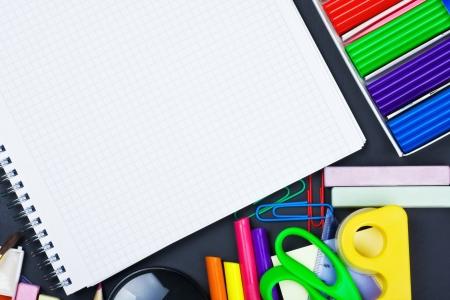 bloc-notes pour l'enregistrement et diverses fournitures scolaires