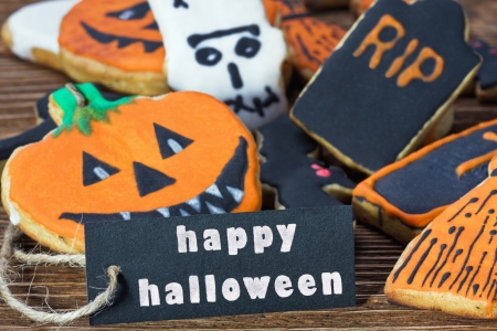 felicitaci�n de Halloween feliz y galletas hechas en casa photo