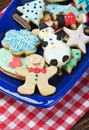 weihnachtskuchen: Weihnachten Lebkuchen auf einem Teller auf dem Tisch