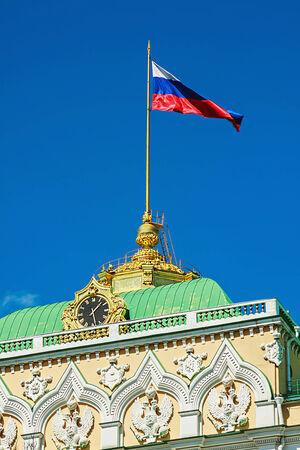 palacio ruso: Caracteres rusos en el techo del Gran Palacio del Kremlin en Mosc� Editorial