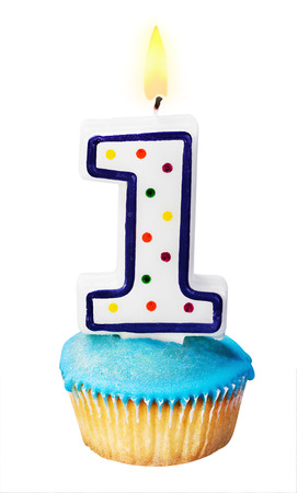 Feier des ersten Jahres entweder für einen Geburtstag isoliert auf weiß