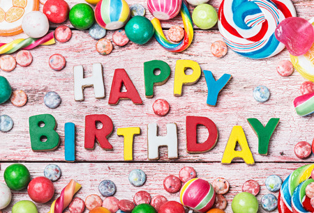 happy birthday letters from biscuits and sweets Banque d'images