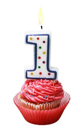 velas de cumpleaños: celebración del primer año ya sea para un cumpleaños aislado en blanco