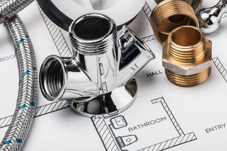 Sanitär-und-Tools auf Zeichnung zur Reparatur liegen Standard-Bild