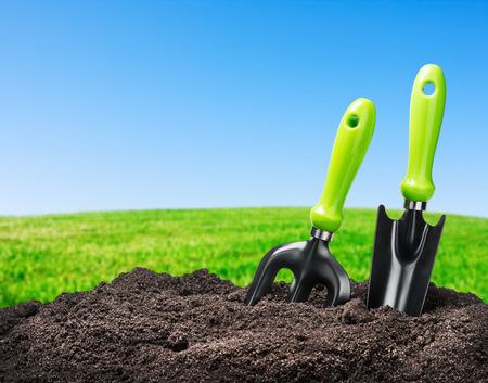 tools garden soil on nature background. Focus on tools Standard-Bild