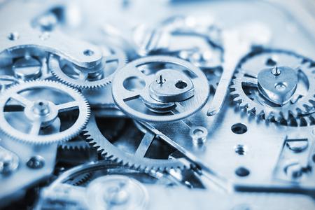 Mechanizm zegara wykonana w technice tonizująco. Bardzo płytkiej głębi ostrości. Skoncentruj się na centralnych kół zębatych Zdjęcie Seryjne