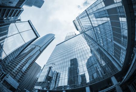 imagen: paisaje de las siluetas de los rascacielos de la ciudad. tonificación imagen. Centrarse en la parte superior de los rascacielos. imagen de tonos Editorial