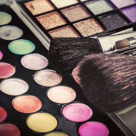eyemakeup: Make-up colorful eyeshadow palettes with makeup brushes