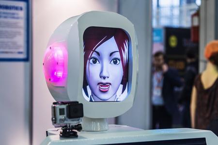 """robot: Mosc�, Rusia, 20 de noviembre de 2015: La 3� Exposici�n Internacional de Rob�tica y tecnolog�as avanzadas """"Expo Rob�tica"""" en Mosc�. Centrarse en la cabeza Editorial"""
