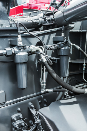 idraulico del trattore. concentrarsi sui tubi idraulici Archivio Fotografico