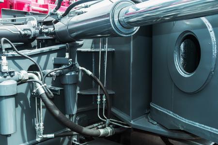 Hydraulik Traktor. konzentrieren sich auf die Hydraulikleitungen