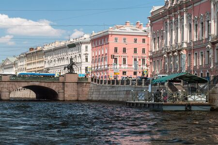 atlantes: ST.PETERSBURG, RUSSIA - July 2, 2016: Tourists and travelers make the river walk along the rivers and canals of St. Petersburg, Russia