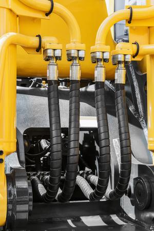 Hydraulik und Kraftstoffsystem gelben Traktor oder andere Baumaschinen Standard-Bild - 87154935