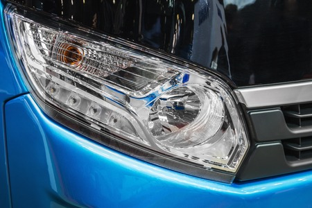 front light of a car, bus or truck. Modern led and halogen lighting 版權商用圖片 - 111603935