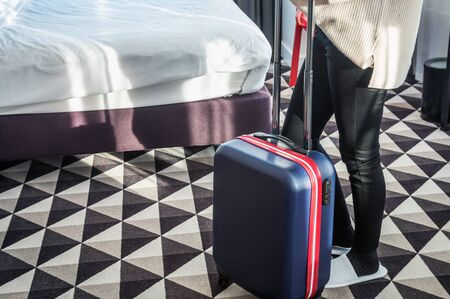 hotel visitor with a suitcase in the hotel room. Concept on the theme of arrival in the hotel room Banque d'images