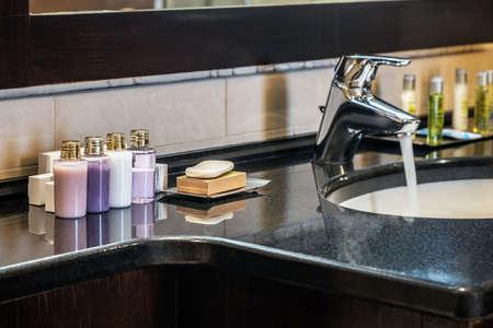 Mini bottles of cosmetics on the table in the bathroom Foto de archivo