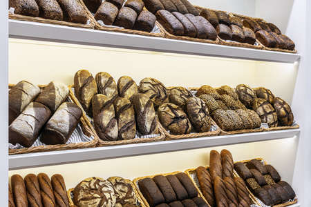 many different types of bread. Wholegrain, round, rolls and loaves, with seeds Foto de archivo