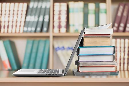 本、教育、ノート パソコン。 写真素材