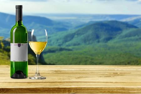 Wijn, fles, witte wijn.
