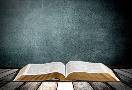 Boek, de Bijbel, Open. Stockfoto