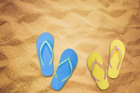 sandalia: Flip-flop, sandalia, zapato.