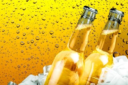 Cerveza, botella de cerveza, hielo.