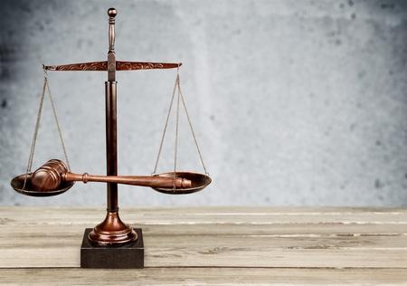 justicia: Derecho, Sistema jurídico, escalas de la justicia.
