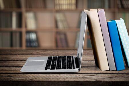 Libro, Educación, Laptop. Foto de archivo