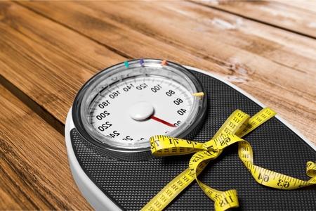 Hacer dieta, Báscula, estilo de vida saludable. Foto de archivo