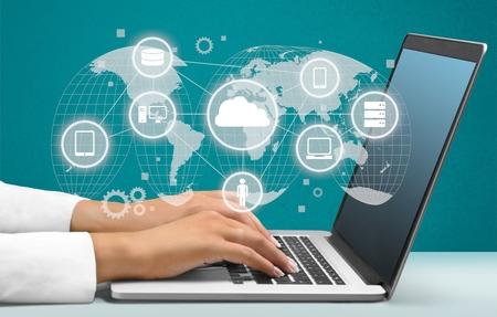 멀티미디어, 노트북, 인터넷. 스톡 콘텐츠