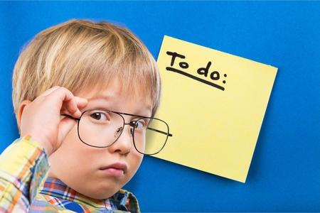 matematicas: Kid, piense, matem�ticas.