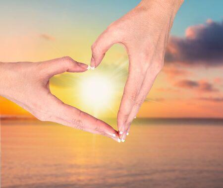 silhouette coeur: Coeur, Main humaine, forme.