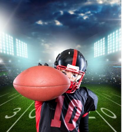 football player: Football Player, American Football, Catching.