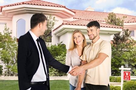 bienes raices: Comprar, hogar, agente. Foto de archivo