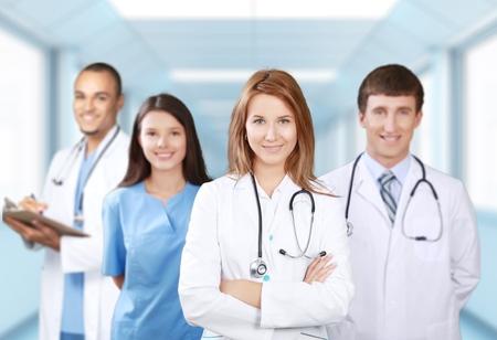 urgencias medicas: Médico, equipo, estudiantes.