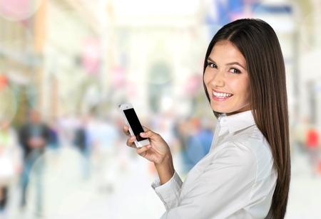 chicas comprando: App sms vídeo.