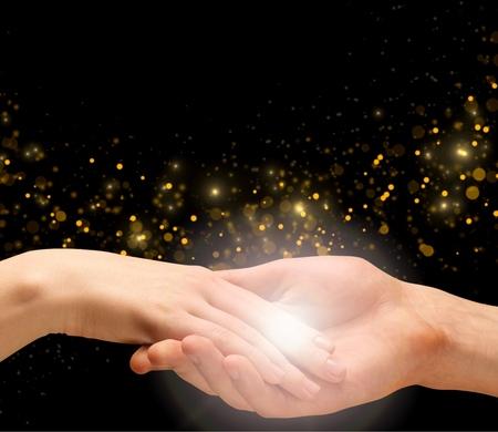 holding hands: H�nde halten, Menschliche Hand, Mithilfe.