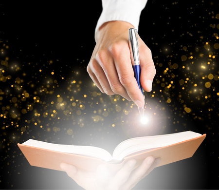 Boek, licht, schrijver. Stockfoto - 42141922