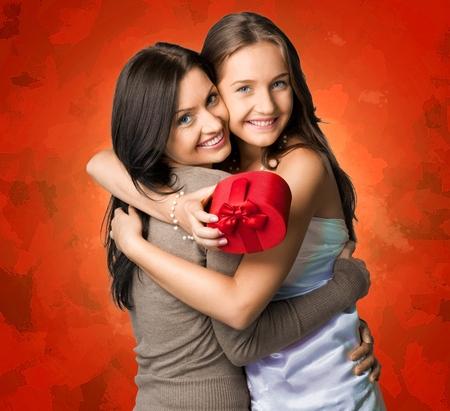 madre e hija adolescente: Día de la Madre, Madre, Hija. Foto de archivo