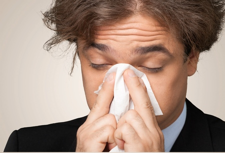 gripe: Estornudos, Resfriado y gripe, virus de la gripe. Foto de archivo