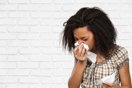 frio: Estornudos, Resfriado y gripe, tos. Foto de archivo