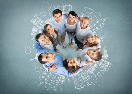 confianza: Grupo de personas, Grupo multiétnico, Felicidad.