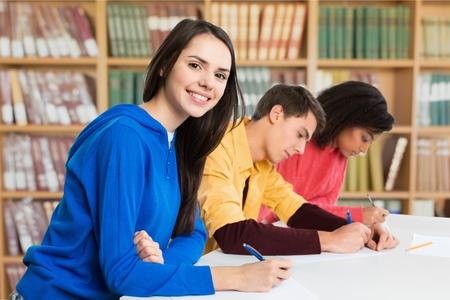 adolescentes estudiando: Estudiante, examen, estudiar.
