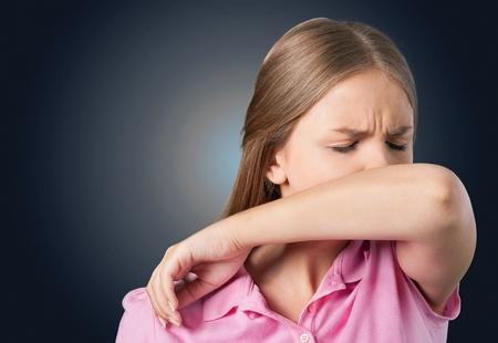 tosiendo: Tos, estornudos, Resfriado y gripe.