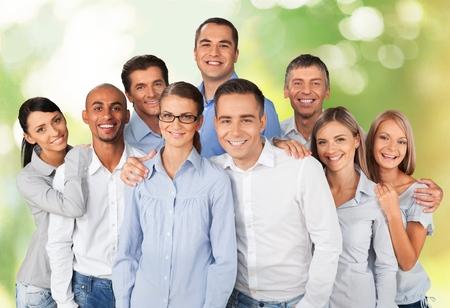 femmes souriantes: Affaires, gens, groupe de personnes.