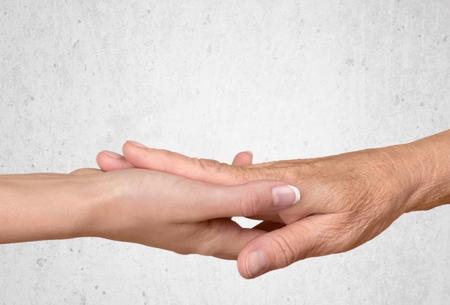 h�ndchen halten: Alter Erwachsener, Menschliche Hand, H�nde halten.