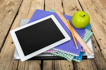onderwijs: Ipad, Onderwijs, Boek. Stockfoto