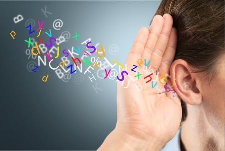 prestar atencion: Escucha, oído, escuchar.